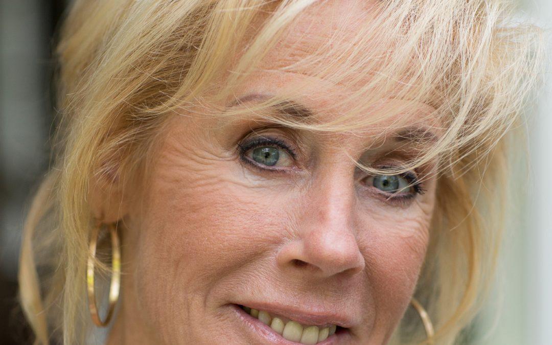 Joke Bruijs: Zingt d'r moers taal