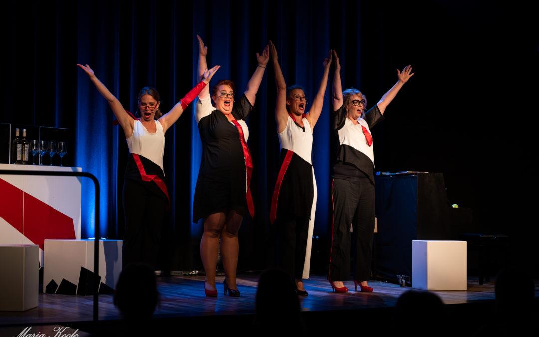 Meiden van LOS openen nieuw seizoen Theater 't Web met hilarische show